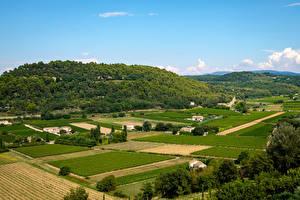 Картинки Прованс Франция Поля Дома Холмы Природа