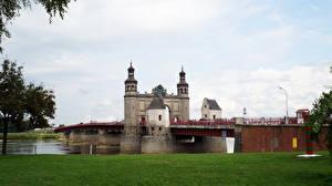 Картинки Россия Реки Мосты Калининград Траве Sovetsk Queen Louise bridge Города