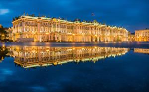 Картинки Россия Санкт-Петербург Музей Уличные фонари Ночные Отражение Лужа Hermitage Museum