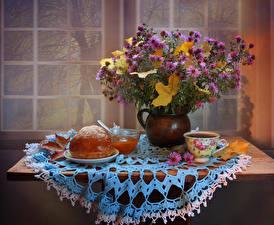 Картинки Натюрморт Букеты Астры Кофе Булочки Варенье Стол Ваза Чашка Цветы
