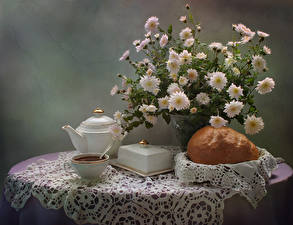 Фотографии Натюрморт Букеты Хризантемы Чай Выпечка Чашка Стол Еда Цветы