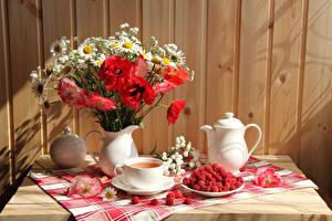 Картинки Натюрморт Букеты Маки Ромашки Чай Малина Чайник Ваза Чашка Цветы Еда