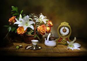 Фотография Натюрморт Розы Лилии Часы Зефир Корзинка Чашка Цветы Еда