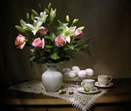 Фотографии Натюрморт Розы Лилии Зефир Конфеты Ваза Чашка Цветы Еда