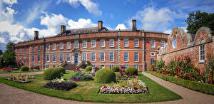 Фотографии Великобритания Здания Дизайн Газон Кусты Erddig Country House and Gardens Wales Города