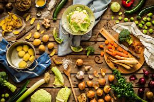 Обои Овощи Морковь Картофель Лук репчатый Капуста Доски Разделочная доска Соль