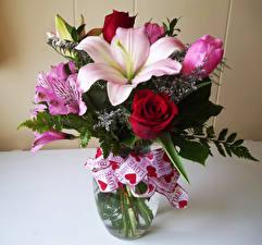 Фотография Букеты Розы Лилии Альстрёмерия Ваза Цветы