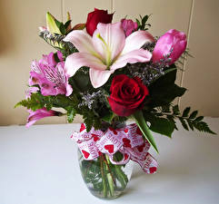 Фотография Букеты Розы Лилии Альстрёмерия Вазы Цветы