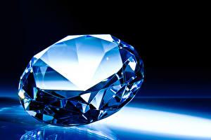 Картинки Алмаз обработанный Вблизи