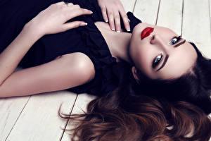 Фото Шатенка Лицо Красные губы Взгляд Макияж Девушки