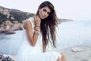 Фото Шатенка Взгляд Платье Сидит Красивые