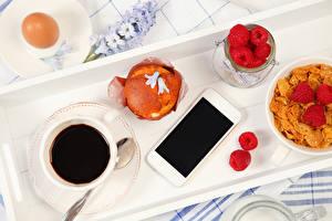 Картинка Кофе Малина Мюсли Выпечка Завтрак Чашка Яйца Смартфон Продукты питания