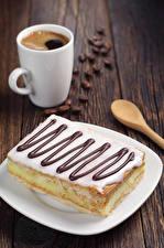 Картинка Кофе Сладости Пирожное Доски Чашка Зерна Пища