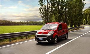 Фотография Fiat Красный Металлик Едущий 2016 Fiorino Adventure Машины