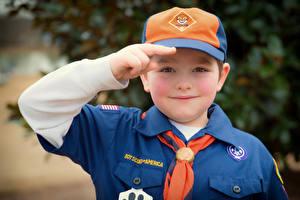 Обои Пальцы Мальчики Кепка Униформа Взгляд Boy Scout Дети картинки
