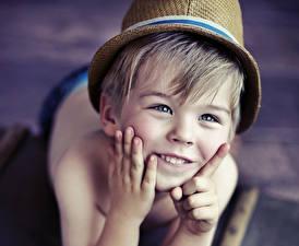 Фотография Пальцы Мальчик Улыбается Взгляд Лица ребёнок