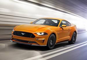 Картинка Форд Желтый Движение Mustang Fastback 2017