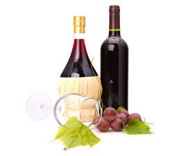 Обои Виноград Вино Белый фон Бокалы Бутылка