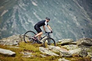 Фотография Мужчины Велосипеды Униформа Шлем спортивный