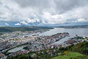 Картинки Норвегия Берег Дома Пирсы Речка Bergen