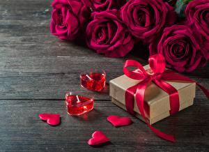 Картинки Розы День всех влюблённых Свечи Подарки Бантик Сердце