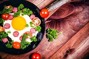 Картинки Колбаса Томаты Овощи Доски Яичница Еда