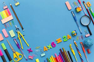 Фотография Школьные Цветной фон Карандаши Шариковая ручка