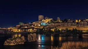 Обои Испания Дома Реки Камень Ночные Уличные фонари Zamora Города