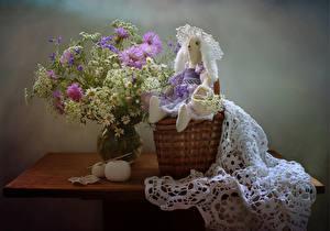 Картинки Натюрморт Букеты Ромашки Васильки Стол Корзинка Кукла цветок