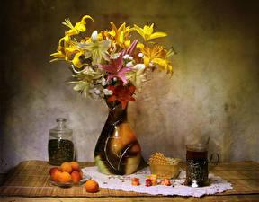 Обои Натюрморт Лилии Абрикос Чай Сладкая еда Ваза Стакан Цветы Еда