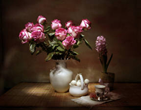 Картинки Натюрморт Розы Гиацинты Сладости Ваза Чашка Цветы Еда