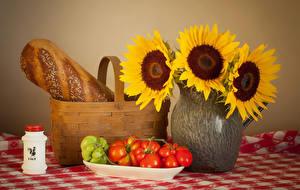 Фотография Натюрморт Подсолнечник Хлеб Томаты Ваза Корзина Пища Цветы