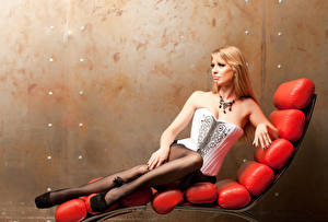 Картинки Лежаки Блондинка Корсет Девушки