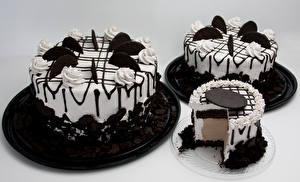 Картинки Сладости Торты Шоколад Серый фон Дизайн Трое 3 Пища