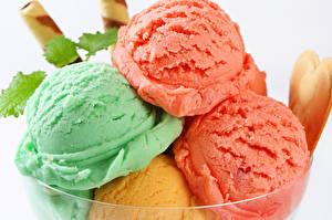 Фотография Сладости Мороженое Белый фон Шар Разноцветные Еда