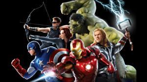 Обои Мстители (фильм, 2012) Scarlett Johansson Железный человек герой Тор герой Халк герой Капитан Америка герой Крис Хемсворт Черный фон Знаменитости