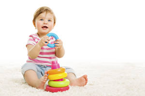 Фото Игрушки Белый фон Младенцы Взгляд ребёнок