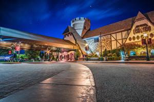 Картинка Штаты Диснейленд Парки Здания Калифорния Анахайм Ночные Уличные фонари Majestic Garden Hotel Города