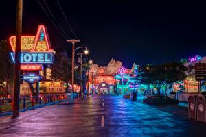 Обои США Диснейленд Парки Здания Дороги Калифорнии Анахайм HDRI Дизайн В ночи Уличные фонари город