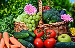 Картинки Овощи Морковь Огурцы Помидоры Виноград Герберы Корзинка Пища