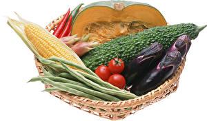 Фотография Овощи Баклажан Кукуруза Тыква Помидоры Белом фоне Продукты питания