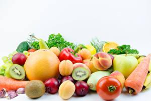Фотография Овощи Фрукты Помидоры Морковь Сливы Персики Яблоки Киви Грейпфрут Белый фон Пища