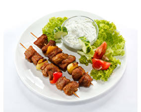 Фотографии Овощи Мясные продукты Шашлык Белом фоне Тарелке