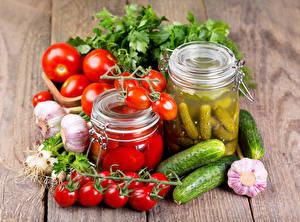 Картинки Овощи Томаты Огурцы Чеснок Доски Банка Еда