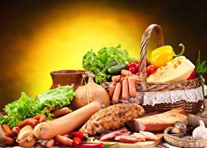 Картинка Сосиска Колбаса Сыры Ветчина Овощи Перец Томаты Огурцы Корзина Продукты питания