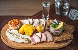 Фотография Водка Хлеб Сало Нарезанные продукты Еда