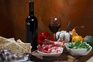Обои Вино Тыква Мясные продукты Овощи Бутылка Бокалы Нарезка Пища