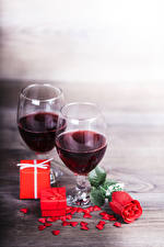 Фотографии Вино Роза Бокалы Вдвоем Подарки Сердце Красных Еда