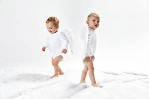 Картинка Ангелы Мальчишка Младенцы Два Крылья Взгляд ребёнок