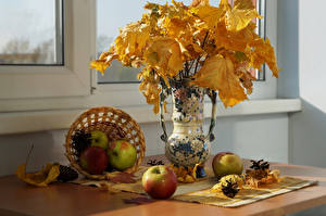 Фото Осенние Яблоки Натюрморт Вазы Листья Корзина Шишки Пища